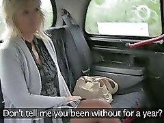 Divorced amateur woman sex in a taxi