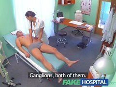FakeHospital Enfermera sexy obtiene una bocanada de semen en la oficina de médicos