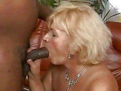 Vollbusigen Oma durchgefickt mit ihr schwarzes Liebhaber