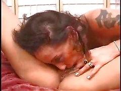 großen titten essen pussy