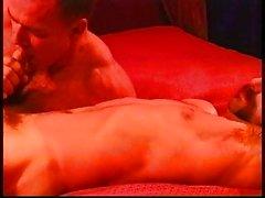 Muskel Bären Küssen und das Blowjob aufwärmen CBT Session