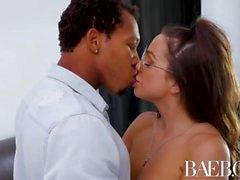 BAEB Interracial knull och ansiktsbehandling med busty babe Abigail Mac