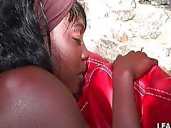 Franse zwarte meisje krijgt sodomized