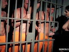 Valentina Nappi ja kolme vankia
