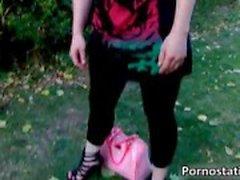 Carina bomba Sophie Keagan sta camminando