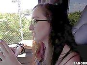Schoolgirl nerdy amateur puissent être pris en sur la rue