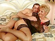 Oma befindet guten Sex zu von ihrem Freund