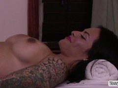 Latina Foxxy orgasmic butt zentrisch