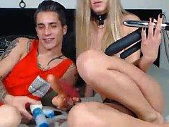 Kolme amatööri Lesbos nauttia pillua nuolla istunto
