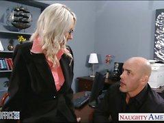 Blonde atractivo de Emma Starr se clava de la oficina