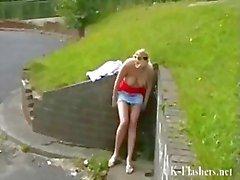 Garce blonde de Leñas nudité en public et la petites amies Anglais Les clignotent plantureuse démontrent
