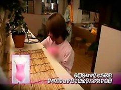 La bella ragazza giapponese le tette belle conosce che cosa hard