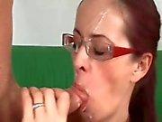 Мам в очках с волосатые пизды и насыпными ниппелей