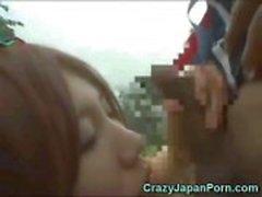 Japans meisje zuigt een Papoea