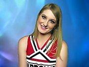 Blond tonåring Sommar Carters Gets a Grov Etnicitet Gangbang