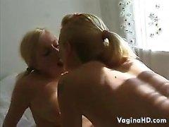 Lesbiennes Méchant Blonde Du Bretagne