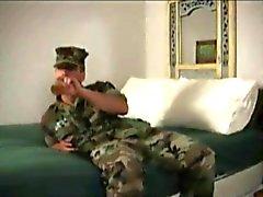 militaire encule un MEC marka