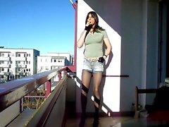 Sandralein33 fumadores emotivo La muchacha en de los pantalones vaqueros cortas calurosos