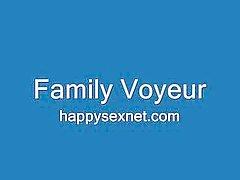 Moeders en vriendinnen bespied thuis
