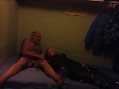 Danska killar - dras omkring i en skinn