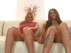 Sexy culo bitches Alanah Rae e la Alicia Stuzzicare alla gola uno un'erezione fino a calcia