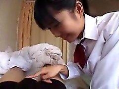 Yaramaz kız öğrenci onun eğrileri yanıp söner ve sıcak blowj verir