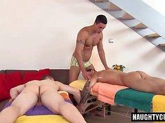 Big Dick Daddy Flip Flop und Massage