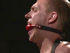 Hetero Southern Boy Zane Anders Endures uma batida dura - Cena 1