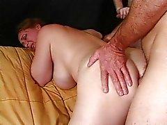 Äldre dam anal borrad av kåta killar