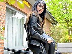 julie skyhigh und Freunde weiter alles in Leder Raucher Kuss femdompov