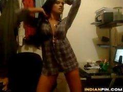 Indisch Süsse Tanz auf ihrem Zimmer Zuhause