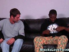 Siyah amatör horoz emdi