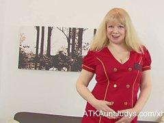 Amateur blonde MILF Amanda masturbates