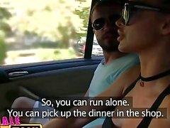 FemaleFakeTaxi Brunette cabbie gefickt Doggy Style in Kofferraum