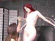 Enroscado e de de sacanagem prostituta ruivo chega de joelhos e representa