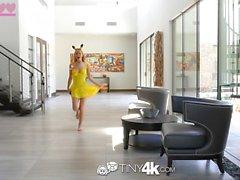 Tiny4K - Pokemon Go Raylin Ann fängt einen unerwarteten Schwanz