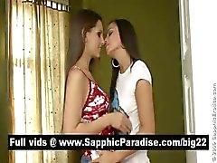 Ihana brunette lesbias suudella ja nuolee nännejä ja ottaa lesbo rakkautta