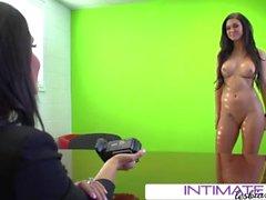 Brandy e Jessica se revezam com a câmera enquanto fodem o pobre Kendall