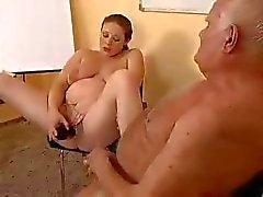 Zwangere redhead eet pik van een oude dude's , rijdt het en speelgoed kut
