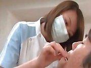 Asian medico sedotte nel hot sex dai paziente eccitata