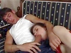 Poured Schwester Schlaf Pillen und gefickt, während schlief sie