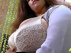 LATINCHILI Rosaly ist ihr Fett latin Oma Muschi masturbiert