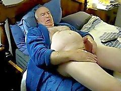 Роговой папой Cum в постели