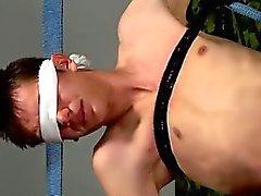 Avrupa'nın ile Eşcinsel boy sikiş gençlerin röntgenci olarak Blindfolded masturbasyon yapmaktan