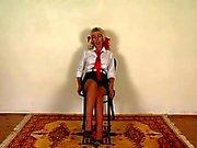 Passion Storbritannien schoolgirl förlorade inom falsade stockings delar en