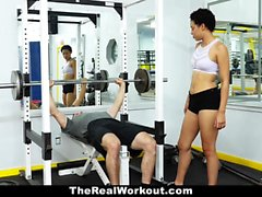 TheRealWorkout - Sexy personlig assistent Fucks klient