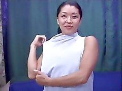 Hübsch behaarte asiatischen Mädchens stark von Großes Birkhahn gebumst