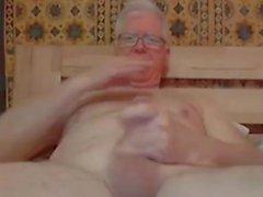 isoisä aivohalvaus ja leikki verkkokameralla
