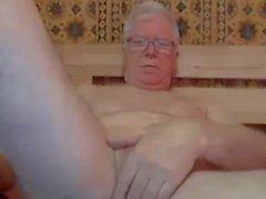 дедушка и игра на веб-камере