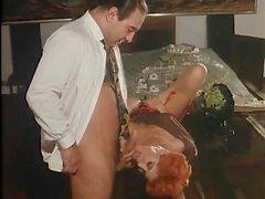 Классический порно сцена с классной одетой дамой
